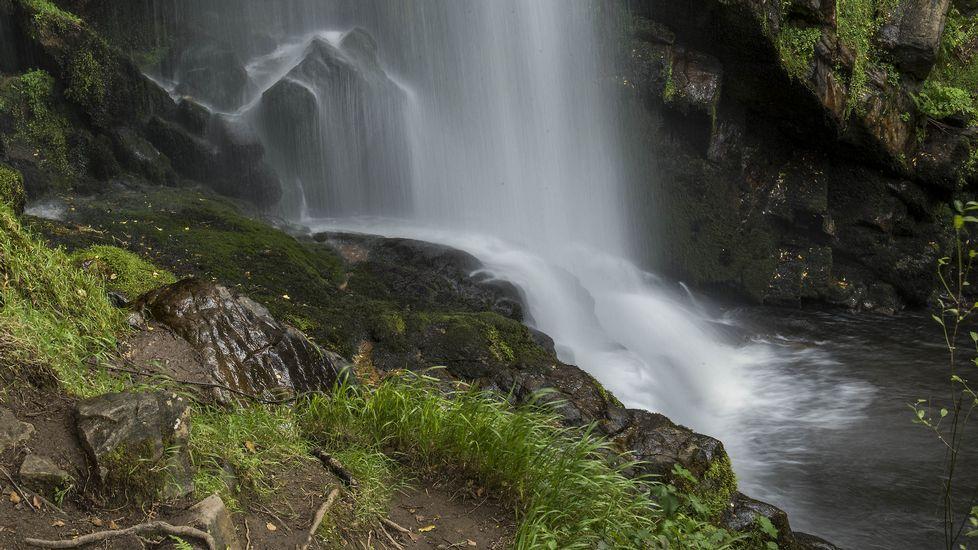 El pie de la cascada visto de cerca