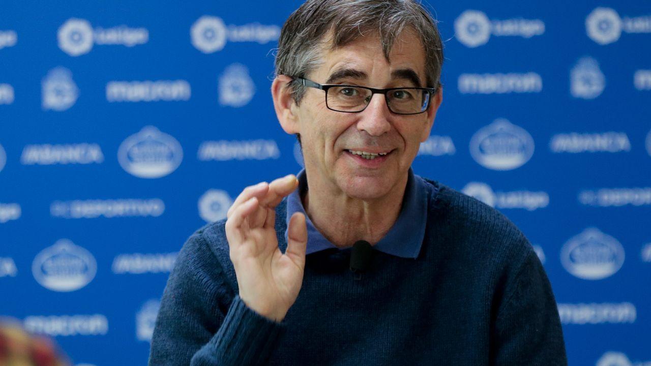 Fernando Vázquez: «Si haces una cagada así, la gente no confía en ti».Los futbolistas azules celebran la victoria frente al Lugo