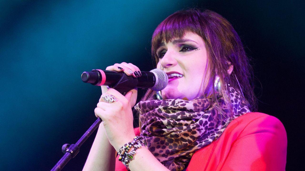 Rozalén triunfa en Lugo con su música feminista.Melendi, arriba a la derecha, viendo el Rayo Majadahonda-Oviedo