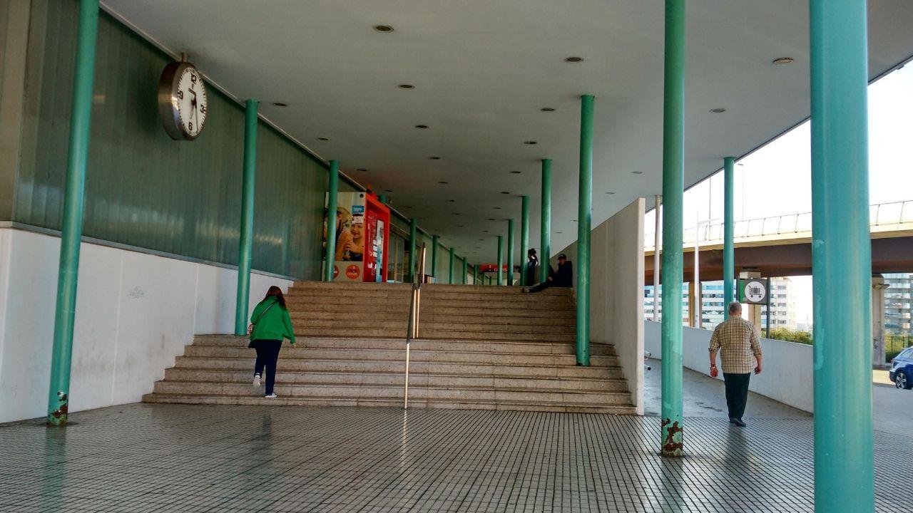 Entrada a la estación de tren de Gijón. ferrocarril.Entrada a la estación de tren de Gijón