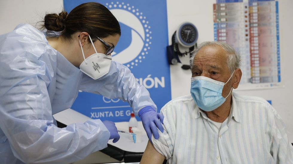 La vacunación a los mayores de 80 ha bajado la incidencia del coronavirus en ese grupo de edad