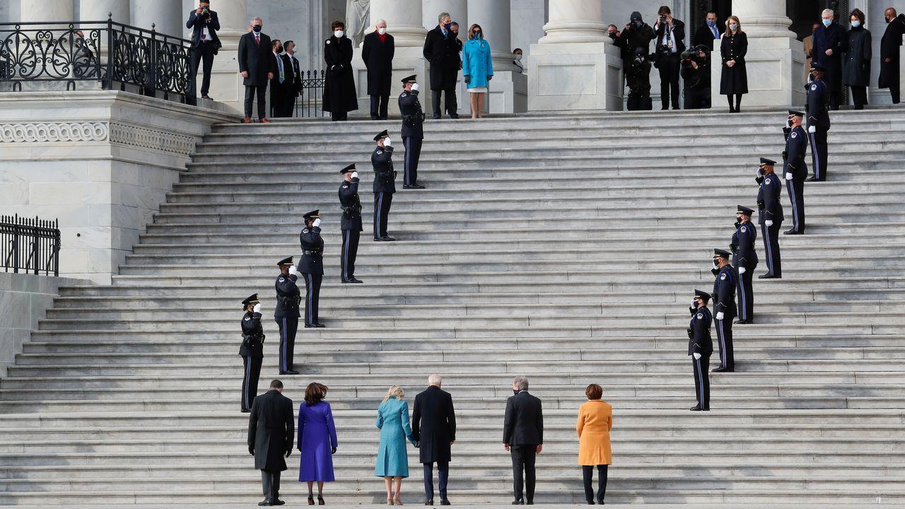 El presidente electo Joe Biden y la vicepresidenta Kamala Harris con sus parejas, Jill Biden y Doug Emhoff