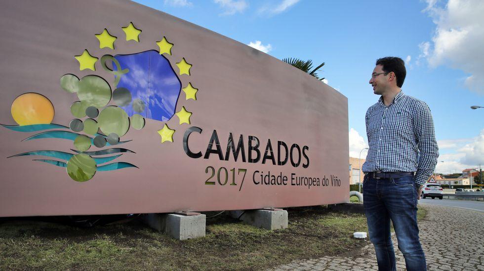 Descubren el cartel luminoso de Cambados Ciudad Europea del Vino 2017