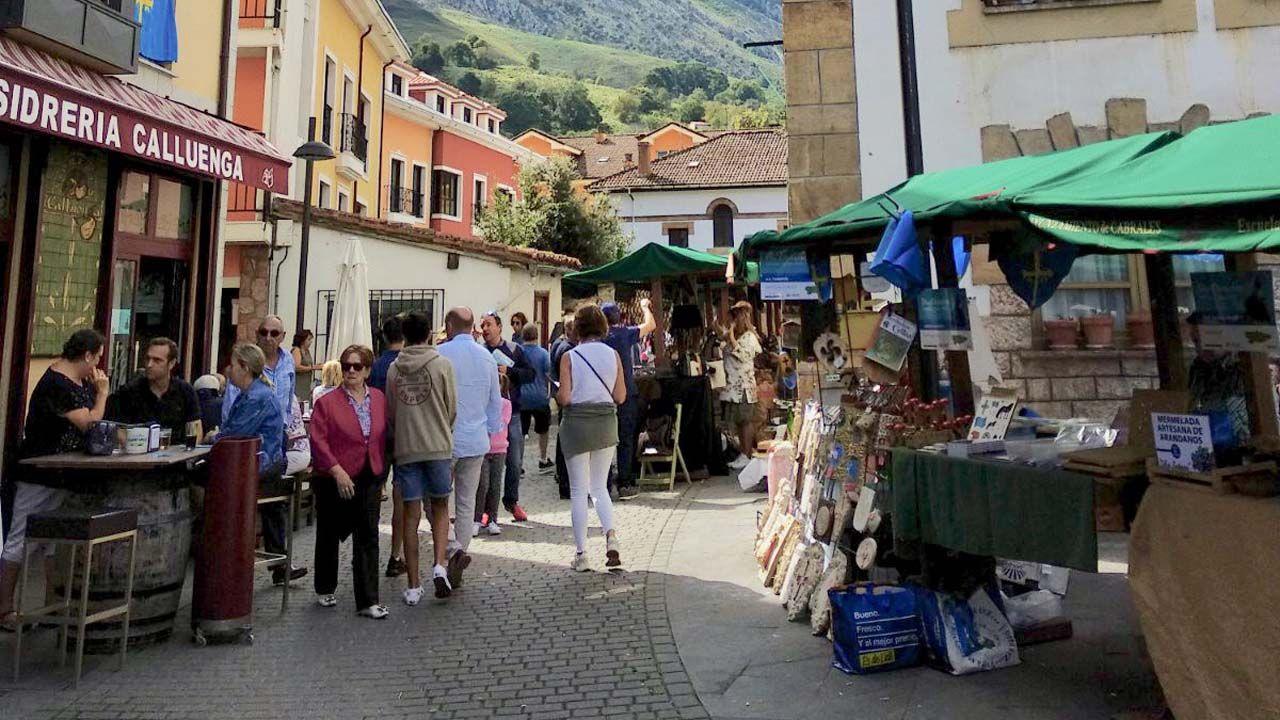 Las fiestas de El Carbayu, en imágenes.Mercado tradicional en Cabrales con motivo del Día de Asturias
