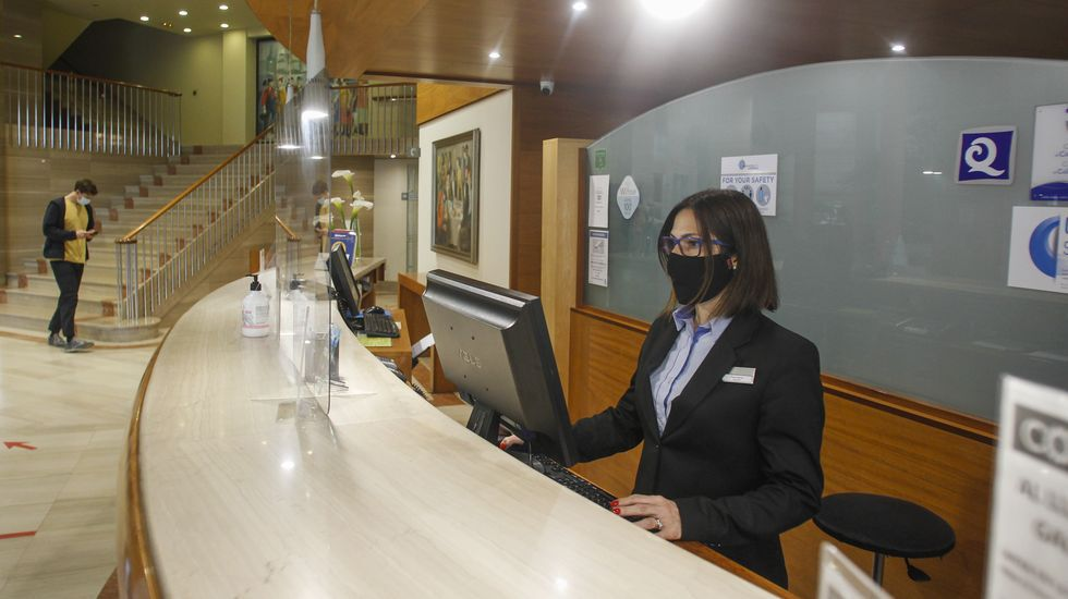 Visita al castro de Subidá.Recepción del Gran Hotel Ferrol, el de mayor tamaño y categoría de los participantes en la zona