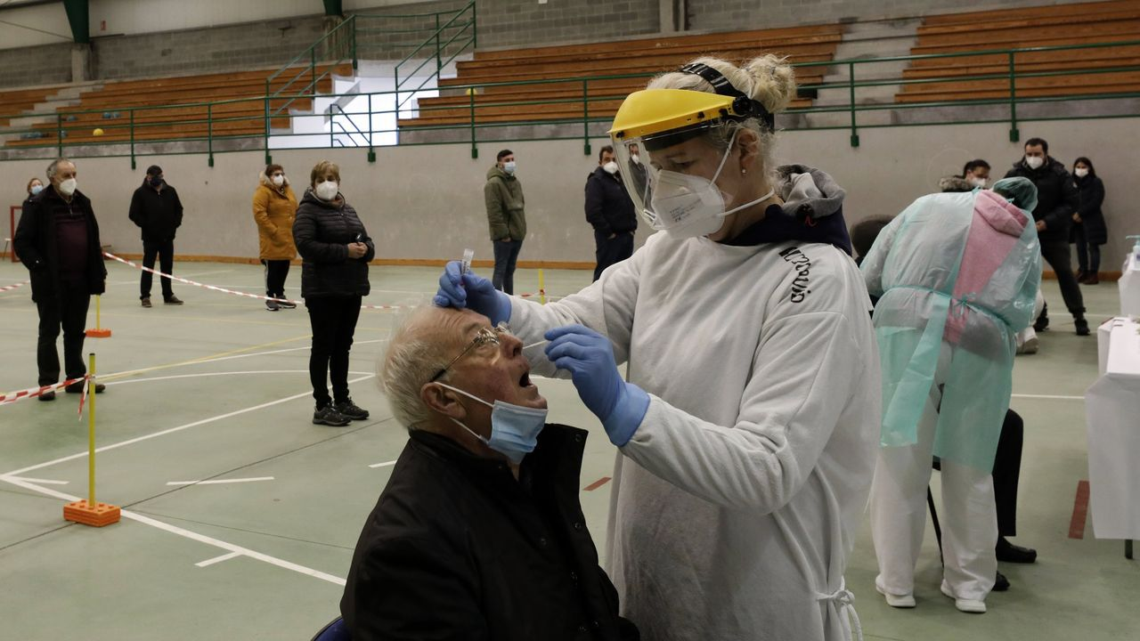 Primer día de desescalada enA Mariña.La campaña de vacunación del covid-19 para mayores de 80 arrancó el pasado lunes en la comarca
