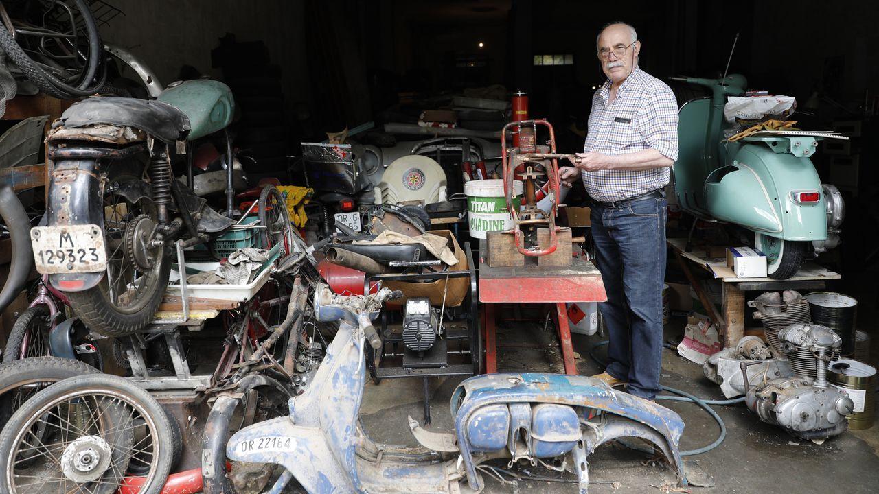 Emilio Seoane, en su almacén
