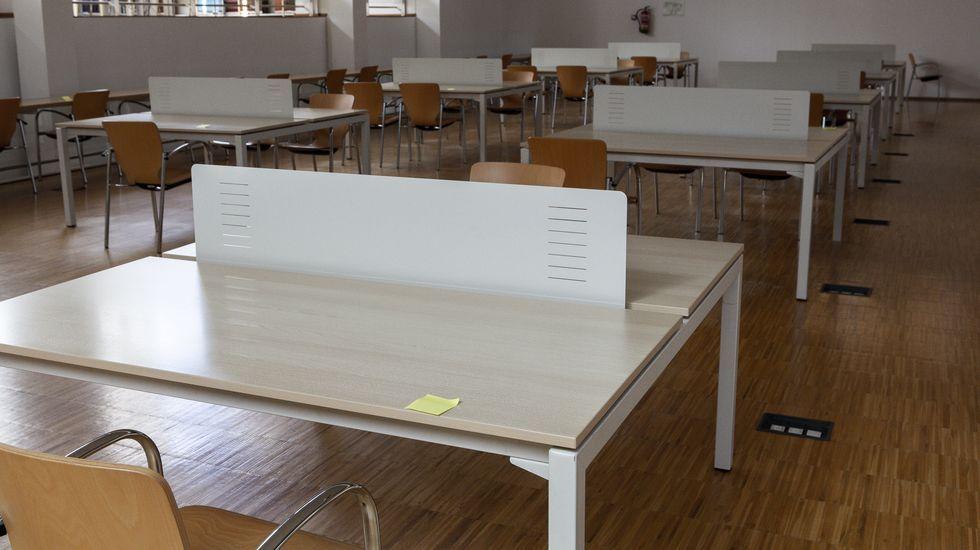 Instalaciones para los examenes de selectividad en la Biblioteca Universitaria Rosalia de Castro, en Ourense