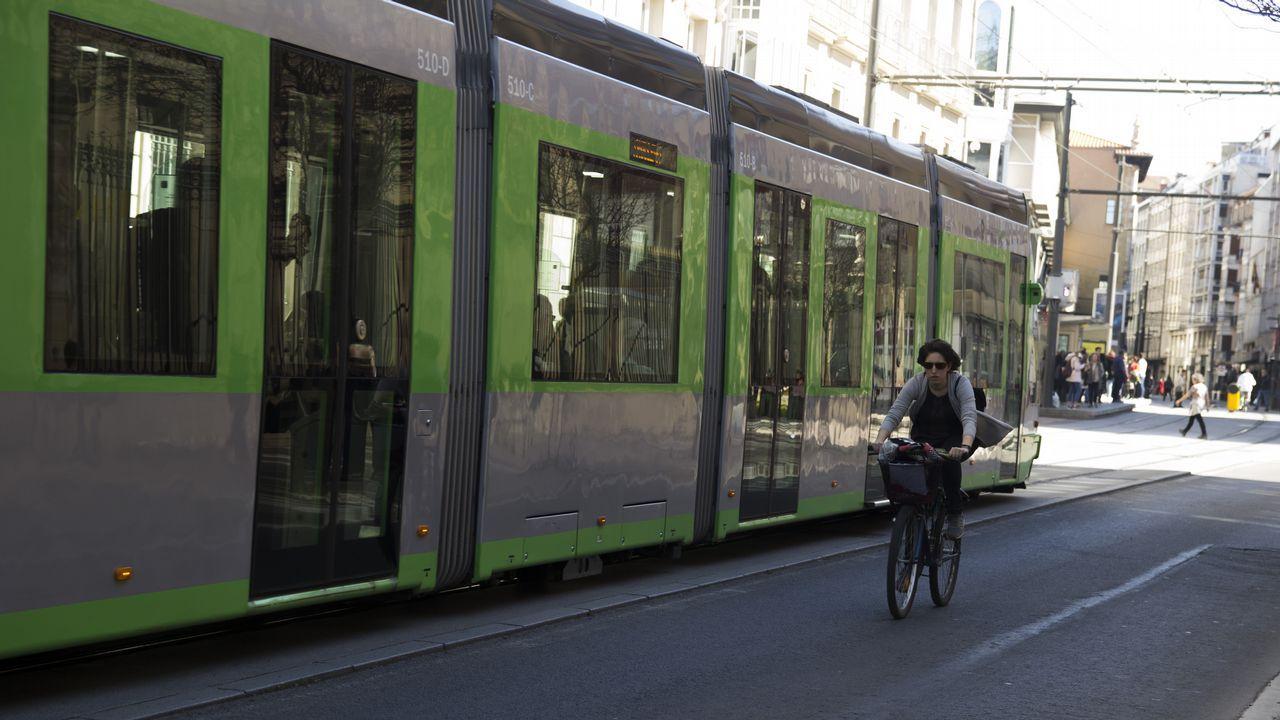 vitoria.El tranvía comenzó a funcionar en el 2008. Comunica el centro con barrios periféricos