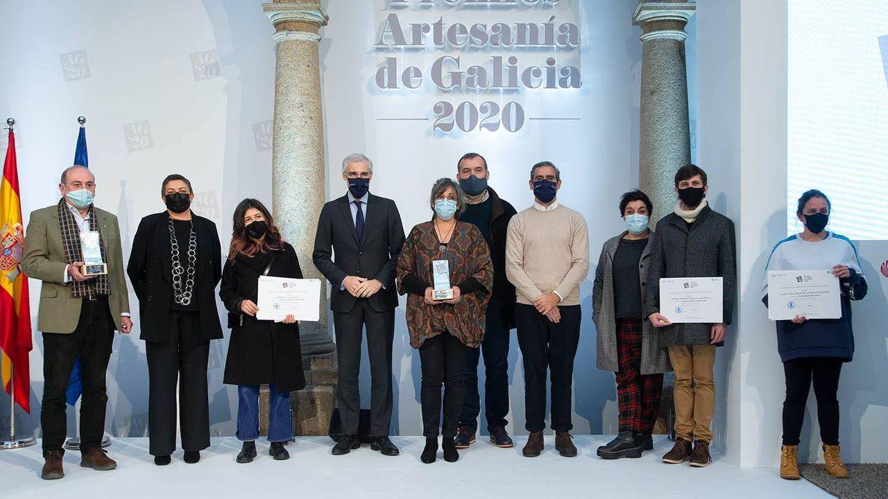 Tareixa Astorgano, no centro da imaxe, foi recoñecida xunto a Antón Sanjurjo