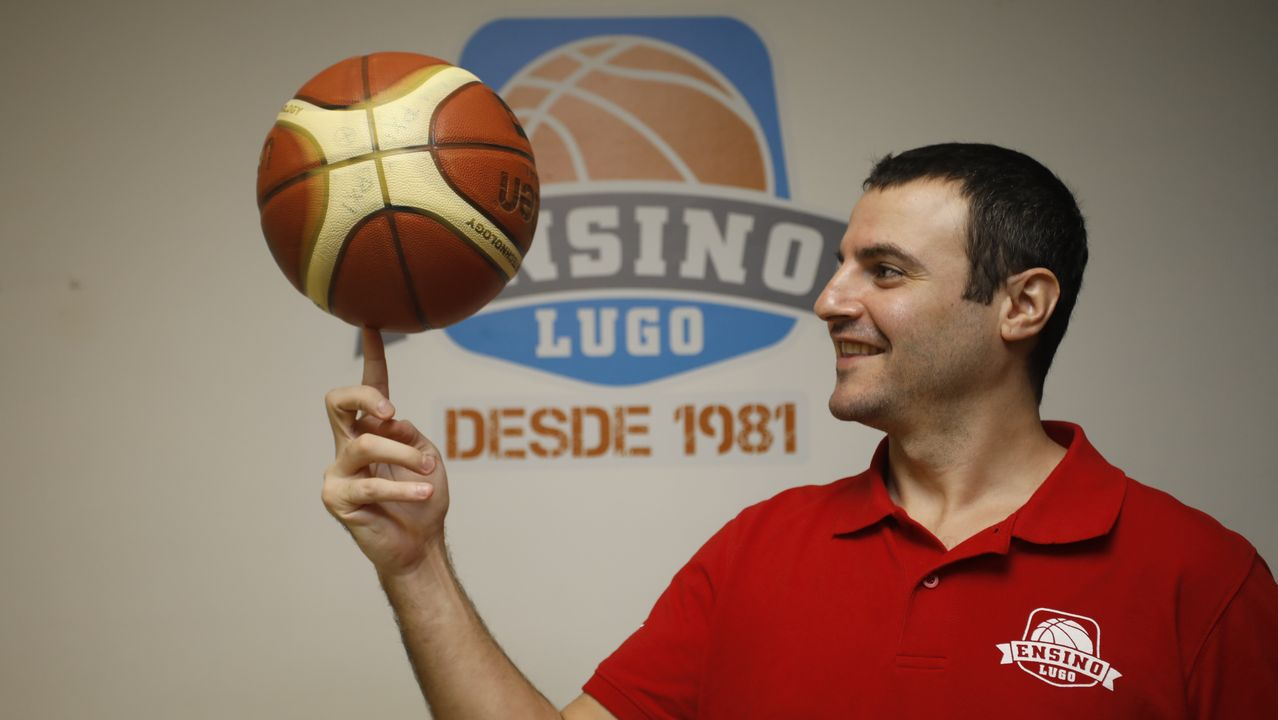 Las imágenes del Baxi-Rosalía.Carlos Cantero, entrenador del Maquinaria Durán Ensino de Lugo