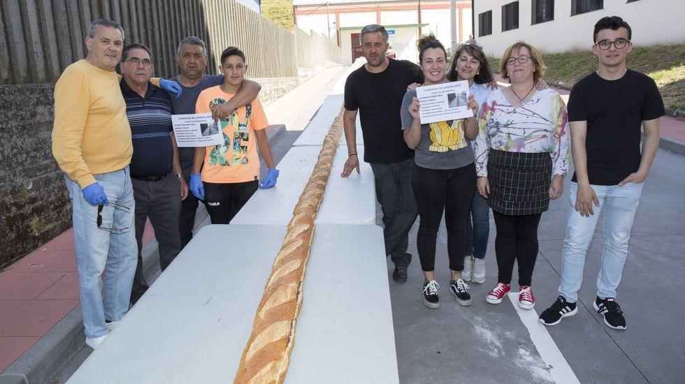 La elaboración del bocadillo gigante de Muxía, ¡en imágenes!