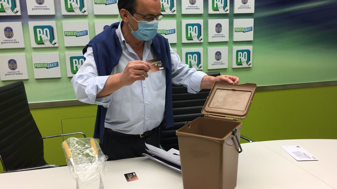 Pontevedra invita a <span lang= gl >«borrar a pegada do CO2»</span>.Primer día del mercadillo ambulante en Rafael Areses con medidas de prevención por el covid-19