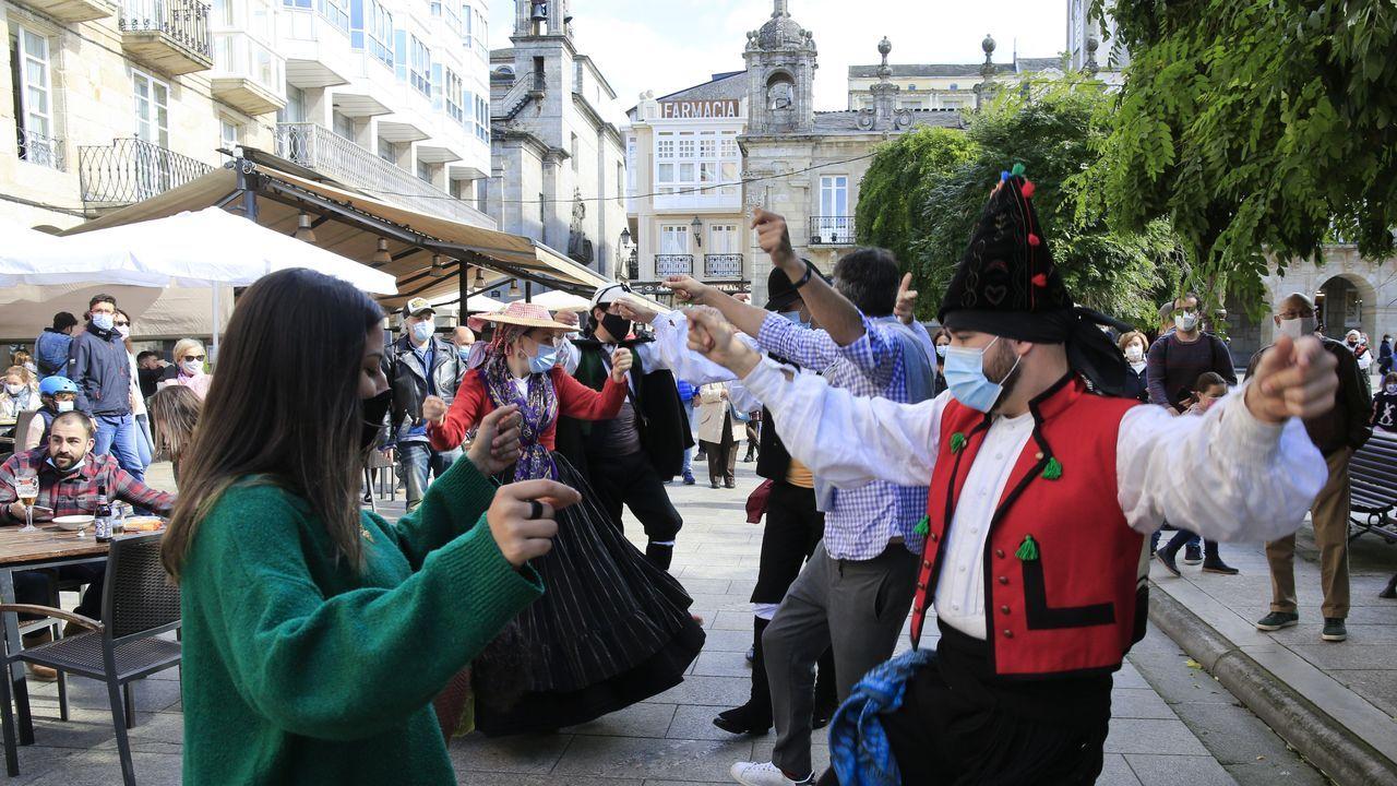 Domingo das Mozas versión pandemia.Imagen de archivo de una clase de baile gallego durante la hora de educación física en un instituto