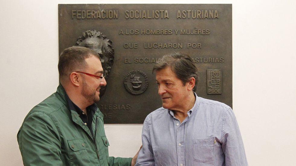 La Junta General acoge la capilla ardiente de Areces.Javier Fernández y Adrián Barbón