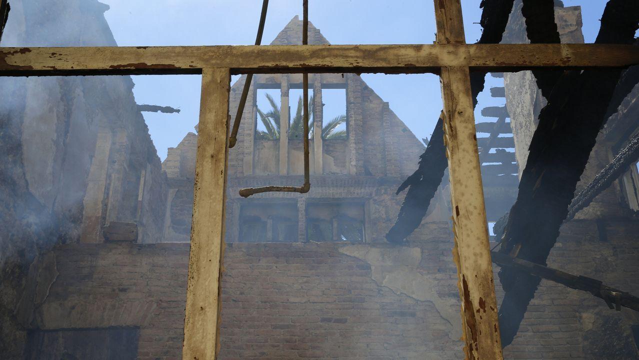 Estado actual de la casa Carnicero, en Perillo (Oleiros), después del incendio del pasado jueves.
