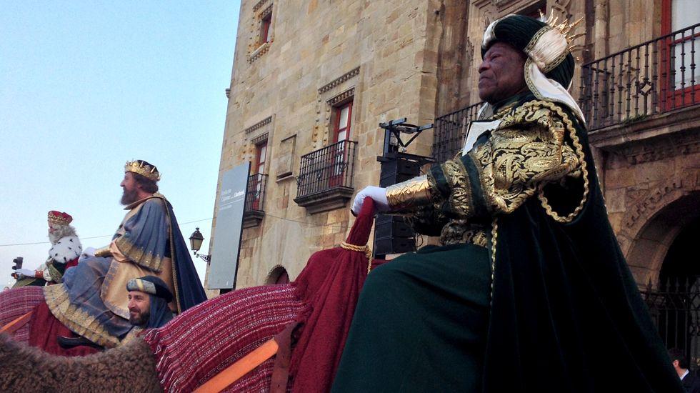 Sus Majestades, en la Plaza del Marqués