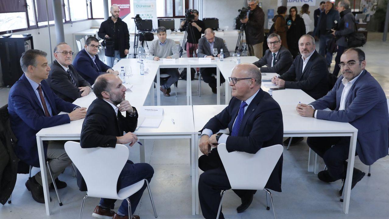 Jácome y Baltar presiden una reunión sobre el centro de inteligencia artificial. A la izquierda del regidor, David Olivieri, el candidato preferido para el puesto de Jácome