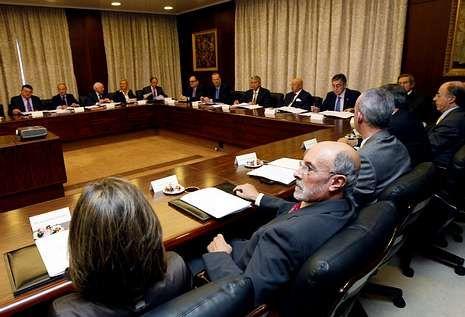 La historia de las cajas gallegas, en imágenes.<span lang= es-es >El primer consejo de Novacaixagalicia, clave</span>. Celebrado el 1 de diciembre del 2010, fue el que abordó la convalidación de los tres contratos de alta dirección; el cuarto fue posterior.