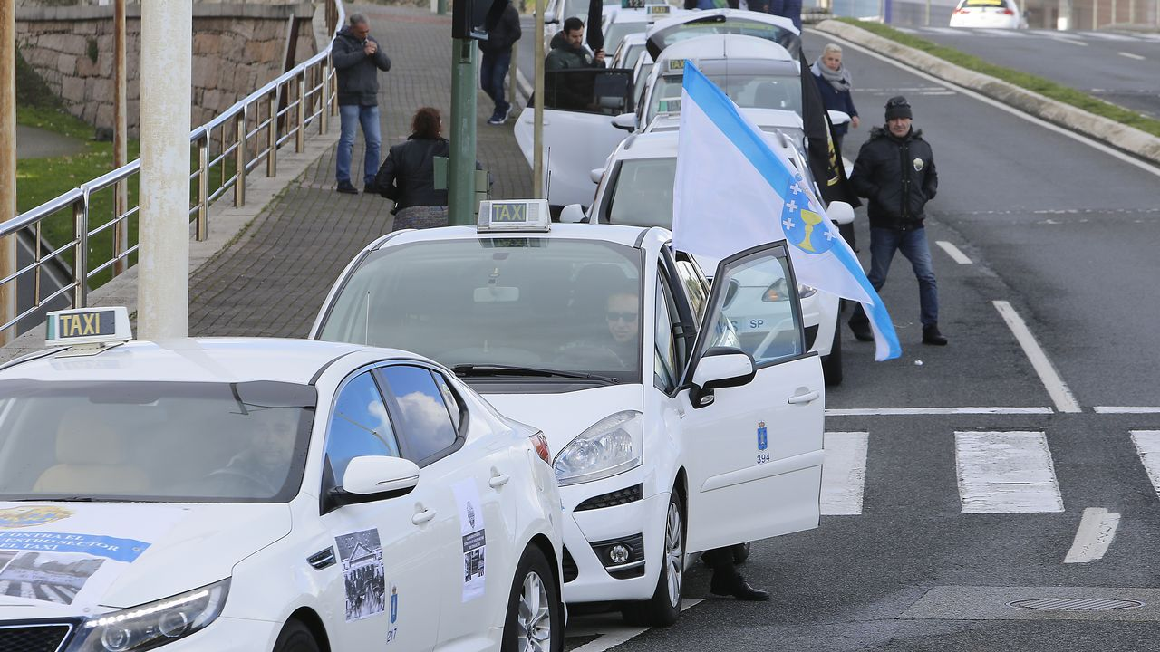 Taxis en caravana en el paseo marítima de A Coruña