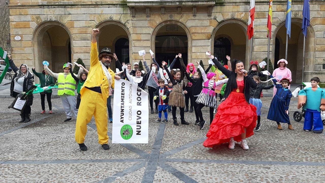 La comitiva de Nuevo Roces, en la plaza Mayor