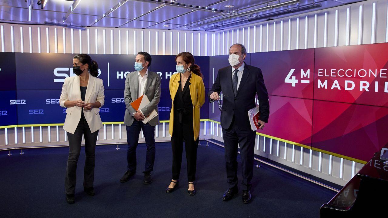 Carmen Calvo acompañó ayer al candidato socialista, Ángel Gabilondo.