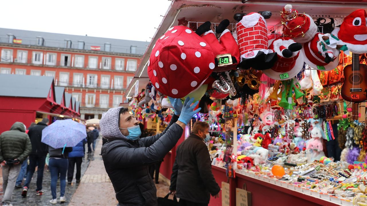 Mercado navideño en la Plaza Mayor de Madrid.
