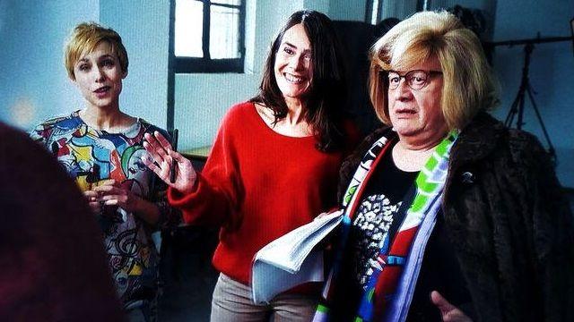 Anna Allen junto a Juan Echanove en una secuencia de la nueva temporada de Paquita Salas