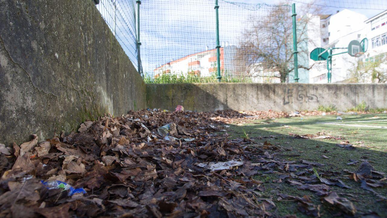 El pésimo estado de un parque de A Piringalla.Policía local de Oviedo