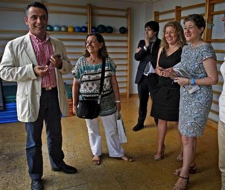 En la sexta planta de la sede de la ONCE se inauguró una clínica de fisioterapia en la que trabajan invidentes.
