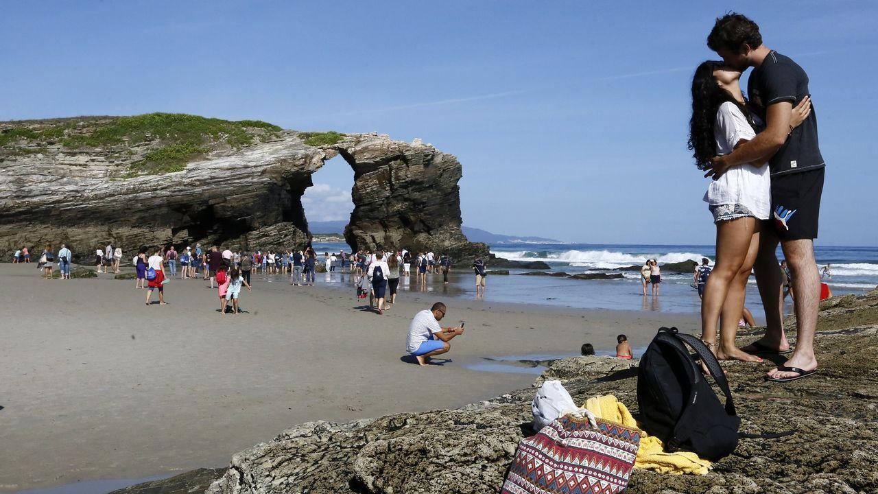 Playa de As Catedrais, una de las mejores playas del mundo