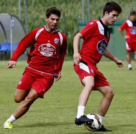 Toda la actualidad de la jornada de Segunda división.Luis Fernández y Álvaro Peña, durante un entrenamiento celebrado en A Campiña.