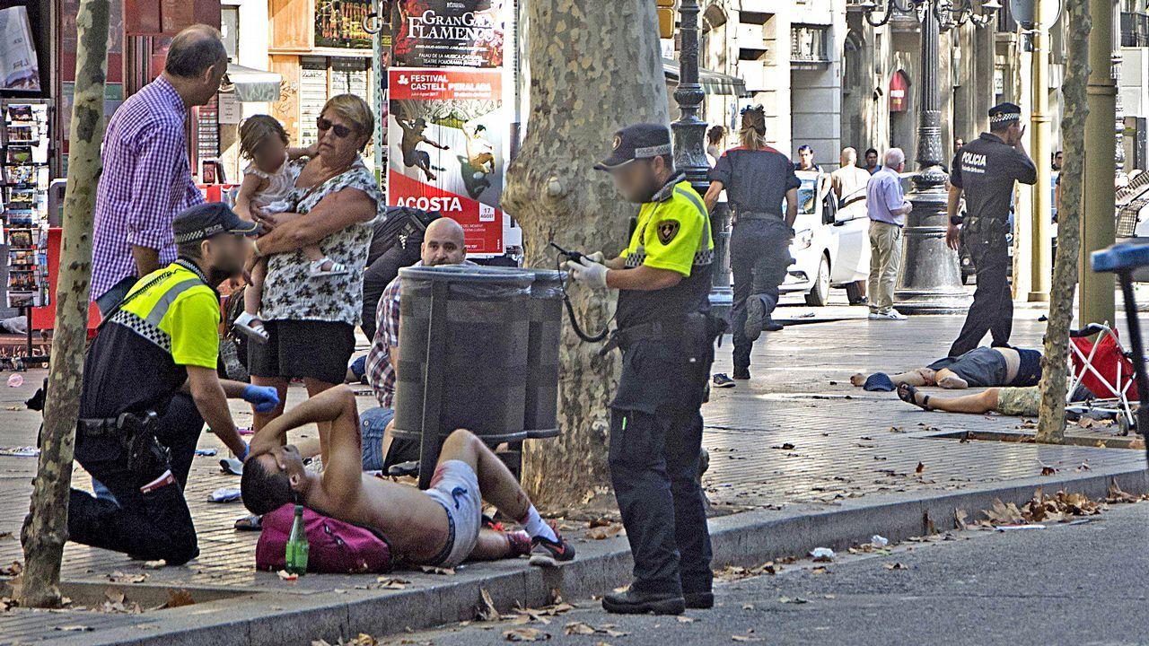 Pánico en Barcelona por el atropellomasivo en Las Ramblas.Actos en memoria de las victimas del 11-M en Madrid