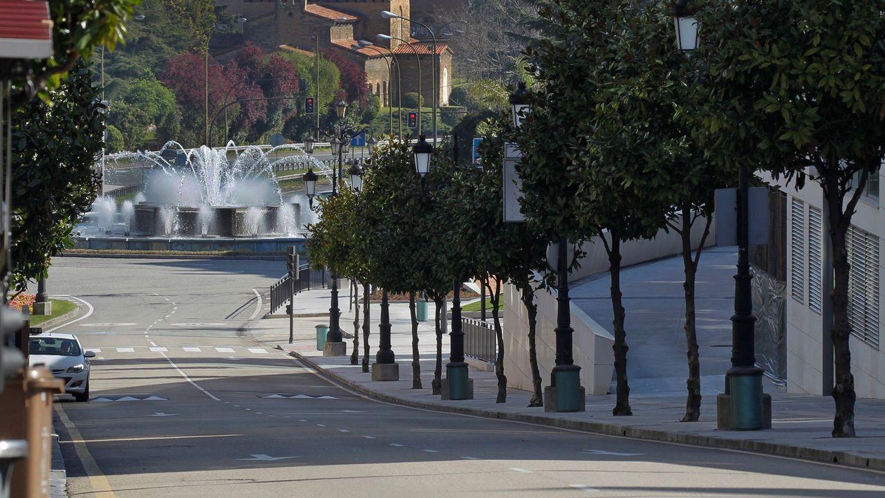 La entrada principal de Oviedo desierta