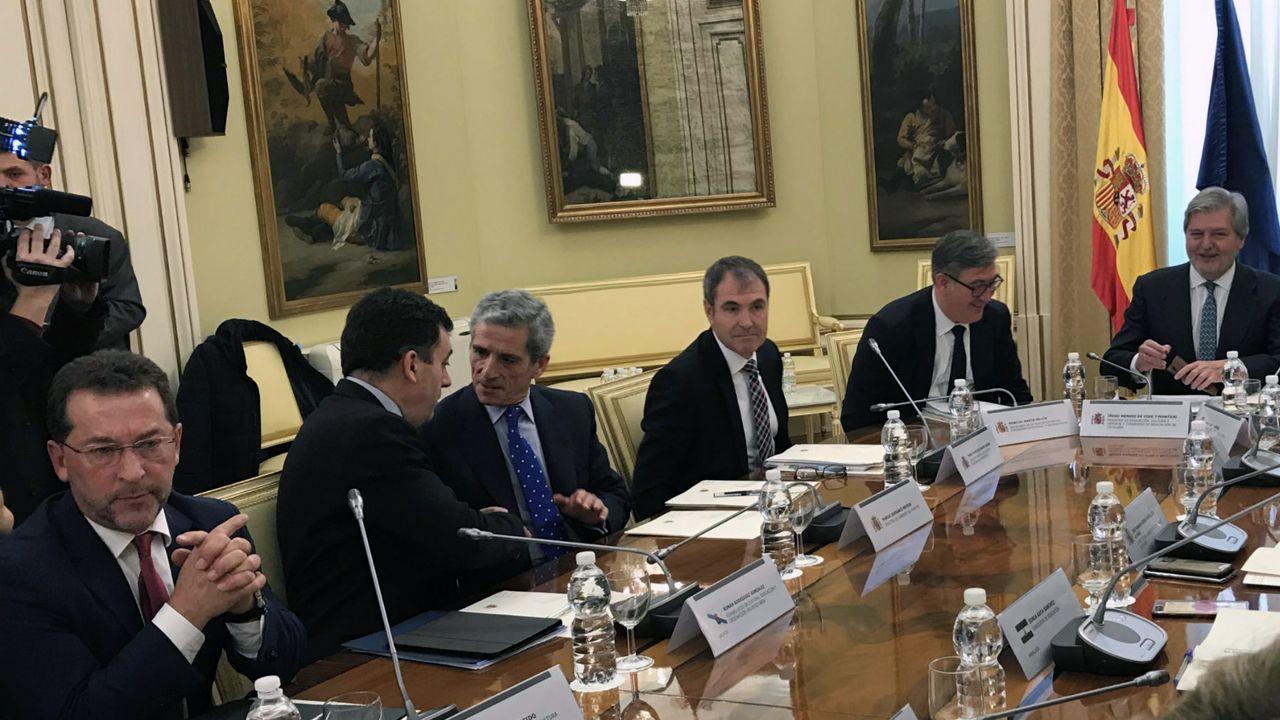 Genaro Alonso, en la Conferencia Sectorial de Educación, en el extremo opuesto del ministro Íñigo Méndez de Vigo.Genaro Alonso, en la Conferencia Sectorial de Educación, en el extremo opuesto del ministro Íñigo Méndez de Vigo