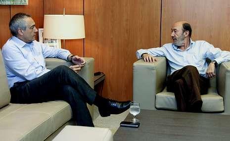 <span lang= es-es >Seguimiento de las relaciones PSC-PSOE</span>. Pere Navarro y Rubalcaba se reúnen semanalmente para analizar estrategias de partido. Ayer el tema fue la planificación de las europeas.