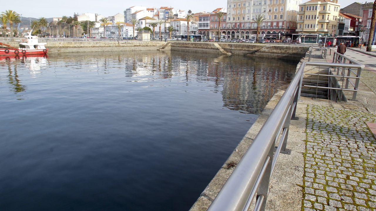 Las imágenes del 8M en Ferrol.Las instalaciones portuarias ocuparán la dársena sur, en la imagen, junto a La Cortina