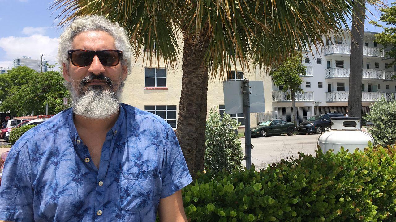 Editor y librero, Garcilaso Pumar, de 42 años, se instaló en Miami Beach hace cuatro meses