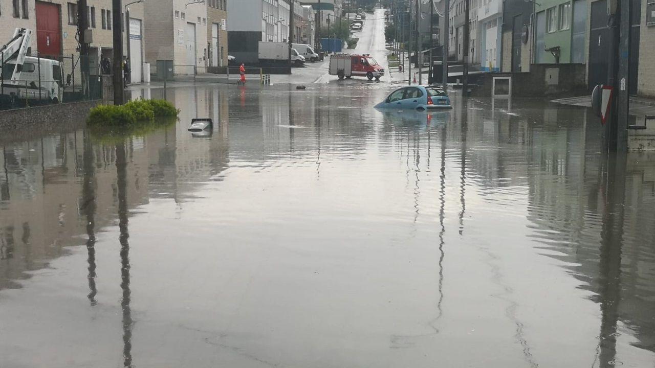 Inundaciones en O Temple.Desperfectos en el polígono de Bergondo tras la inundación