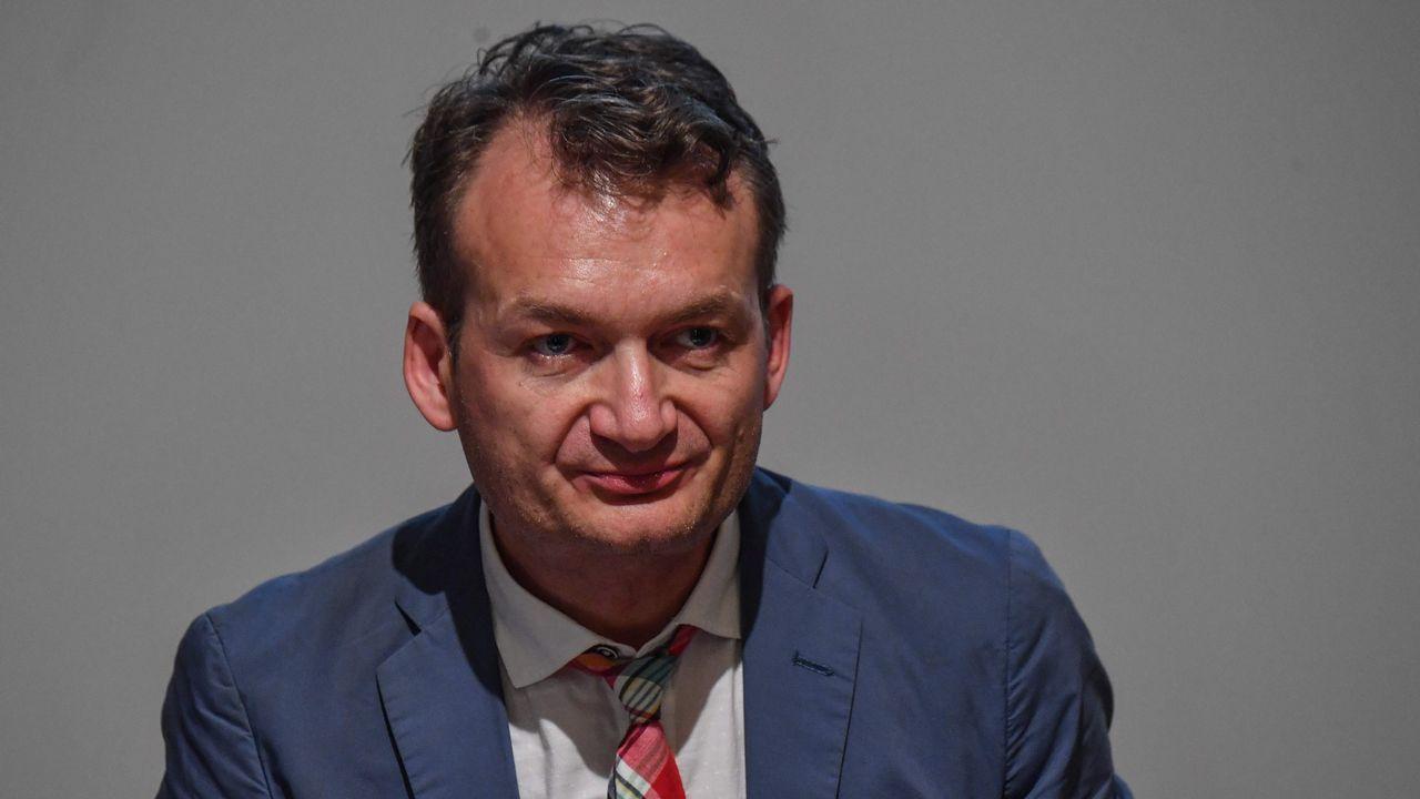 La resolución de la UE tiene su origen en la denuncia presentada por el rumano Adrian Coman (en la imagen) y su esposo, el estadounidense Claibourn Hamilton