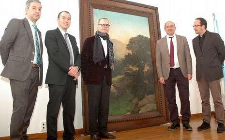 Los responsables de Cultura y de la Casa-Museo, con el cuadro