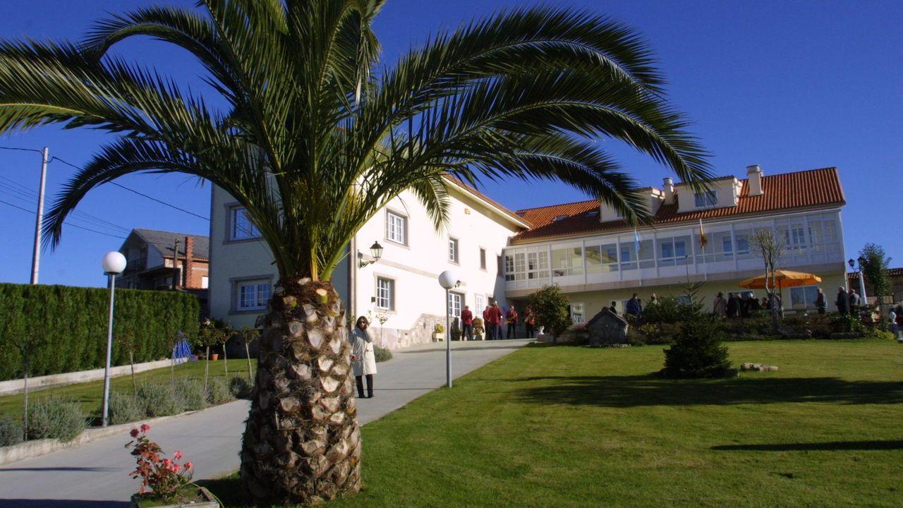 La residencia de ancianos Los Arcángeles está situada en el lugar de Feros, en Cacheiras (Teo)