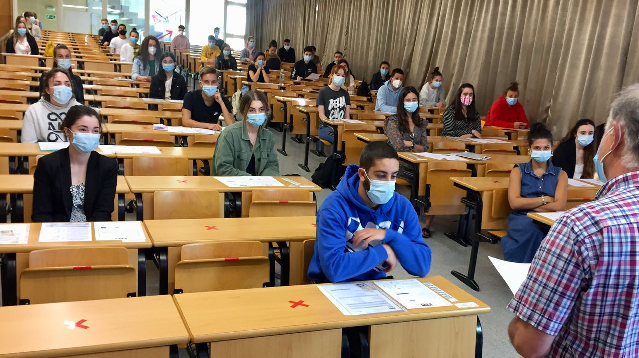 En la imagen, alumnnos del IES Leixa en el aula magna de Humanidades
