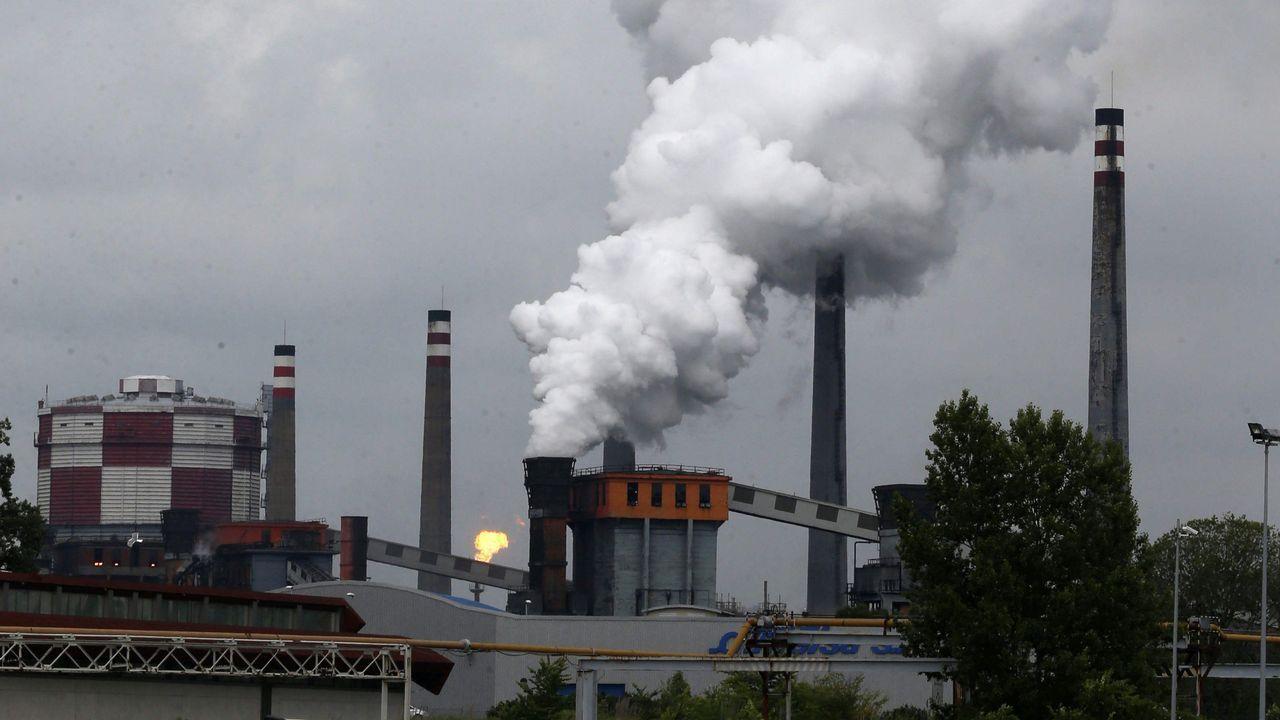 Vista de las instalaciones siderúrgicas Unesid, cuya patronal considera que en España hay un problema estructural con la energía eléctrica y hay que abordarlo, y cree que se debe apostar por una energía  barata y competitiva  y sacar algunos costes e impuestos de la factura eléctrica para llevarlos a los Presupuestos