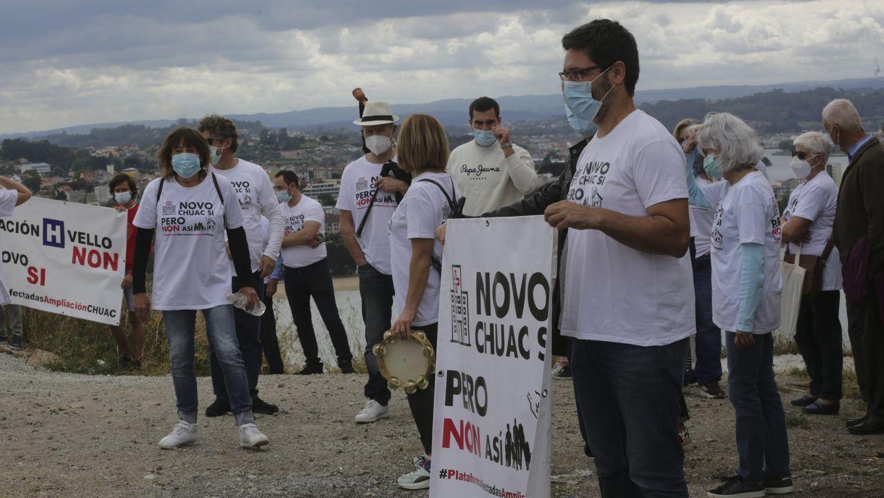 PROTESTA DE LOS AFECTADOS POR LAS EXPROPIACIONES DEL NOVO CHUAC. Imagen de archivo