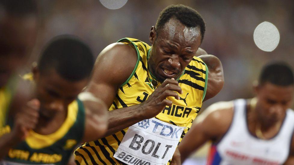La caída de Bolt, foto a foto.El director del Coliseo Javier Rodriguez con las dos únicas personas que se presentaron el concurso de la empanada en la Romería de Santa Margarita