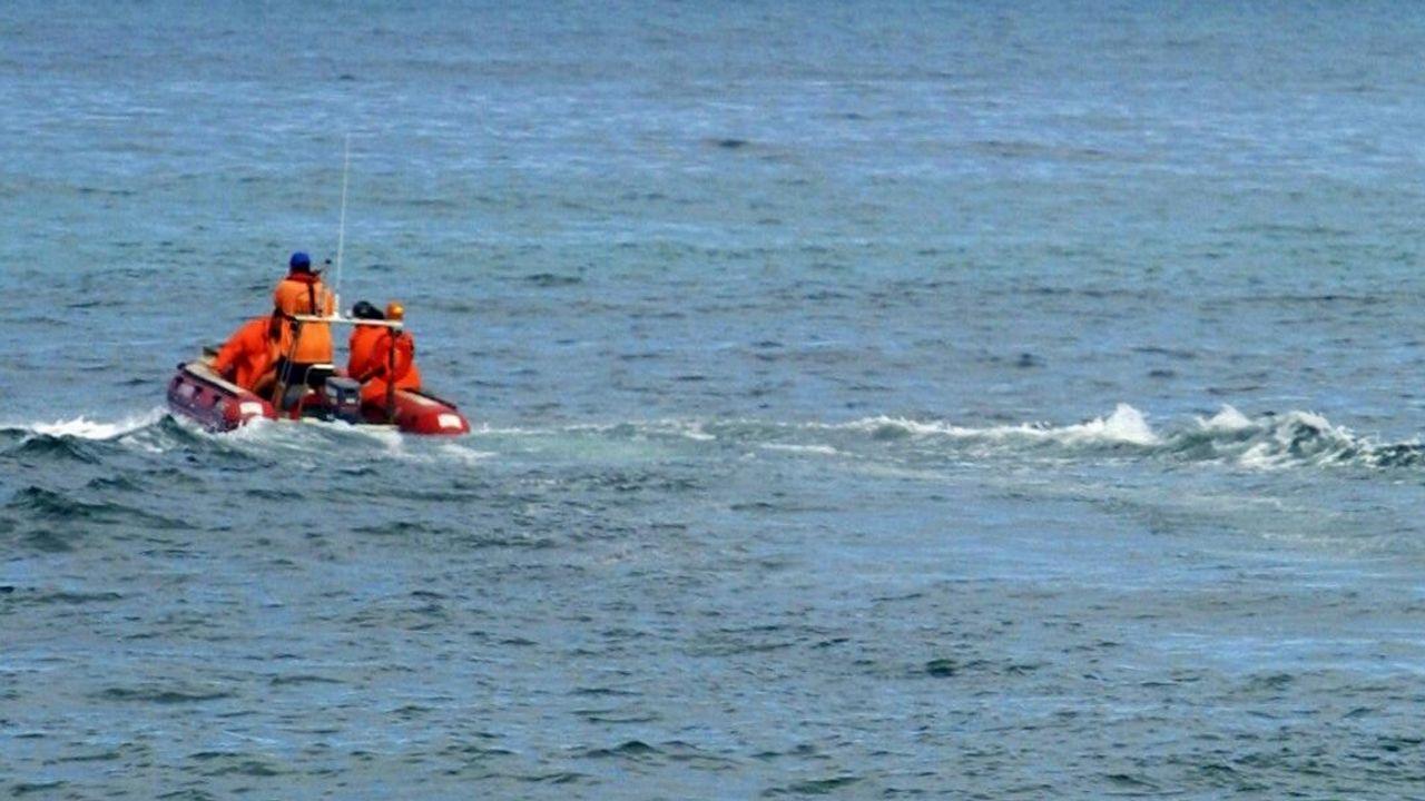 Imagen de archivo de dos pateras rescatadas por la Guardia Civil en Alicante