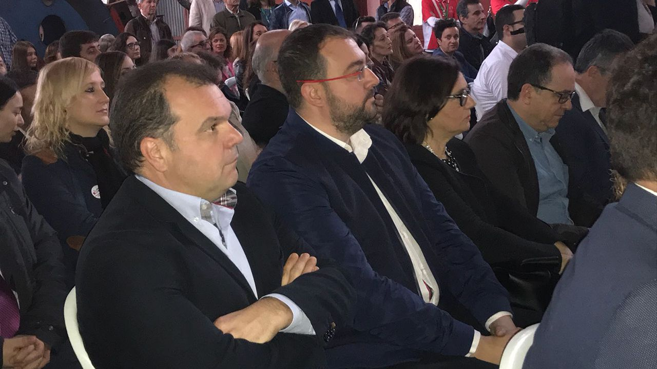 José Luis Alperi junto a Adrián Barbón