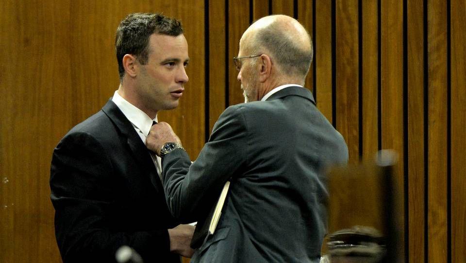 El vídeo de la reconstrucción de Pistorius.Pistorius con su tio Arnold durante la vista de este jueves del juicio por el asesinato de su novia en Pretoria