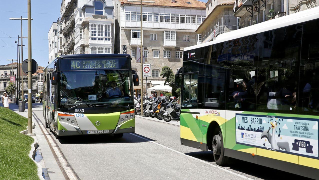 Los adeptos a las dos ruedas ya cruzan la ciudad.En una foto de 2002 como candidato a la alcaldía de por Progresistas Vigueses